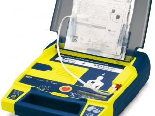 AED〔自動体外式除細動器〕レンタルサービスは4,600円/月(税別)工場、オフィスだけでなく人の集まるところに設置することが多くなっています。当社は定期的な点検サポートを実施します!