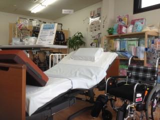 介護用電動ベッドや車いすなど福祉用具展示中